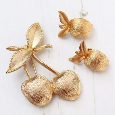 Golden Cherries Sarah Coventry Demi Parure Brooch Earring Set