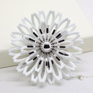 1970s Vintage Sarah Coventry White Petals Brooch