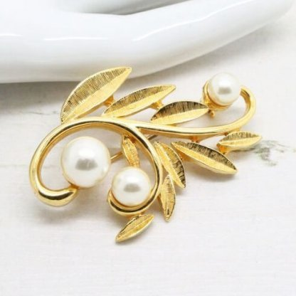 Vintage Napier Pearl Gold Plated Brooch