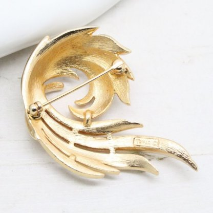 Textured Gold Decorative Ornate Trifari Brooch Pin