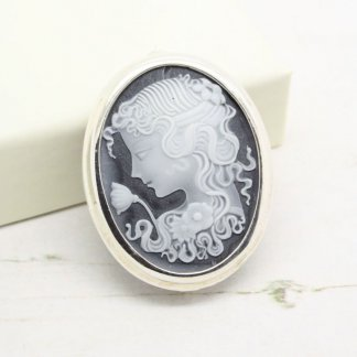 Beautiful Vintage Sterling Silver Cameo Brooch