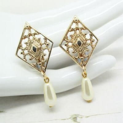 1960 Vintage Sarah Coventry Gold Tone Filigree Pearl Earrings
