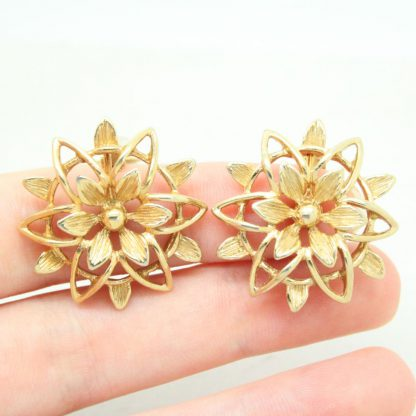 1960s Peta Lure Golden Flower Sarah Coventry Clip On Earrings
